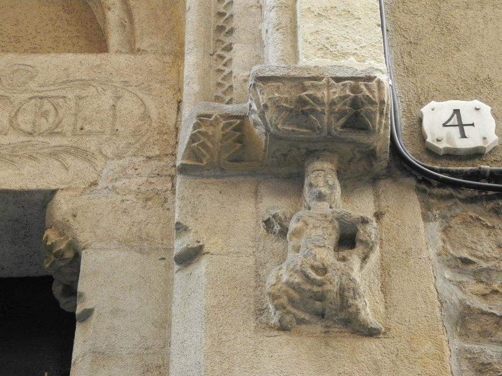 Detalle de la entrada de la antigua capilla de la orden del Temple.