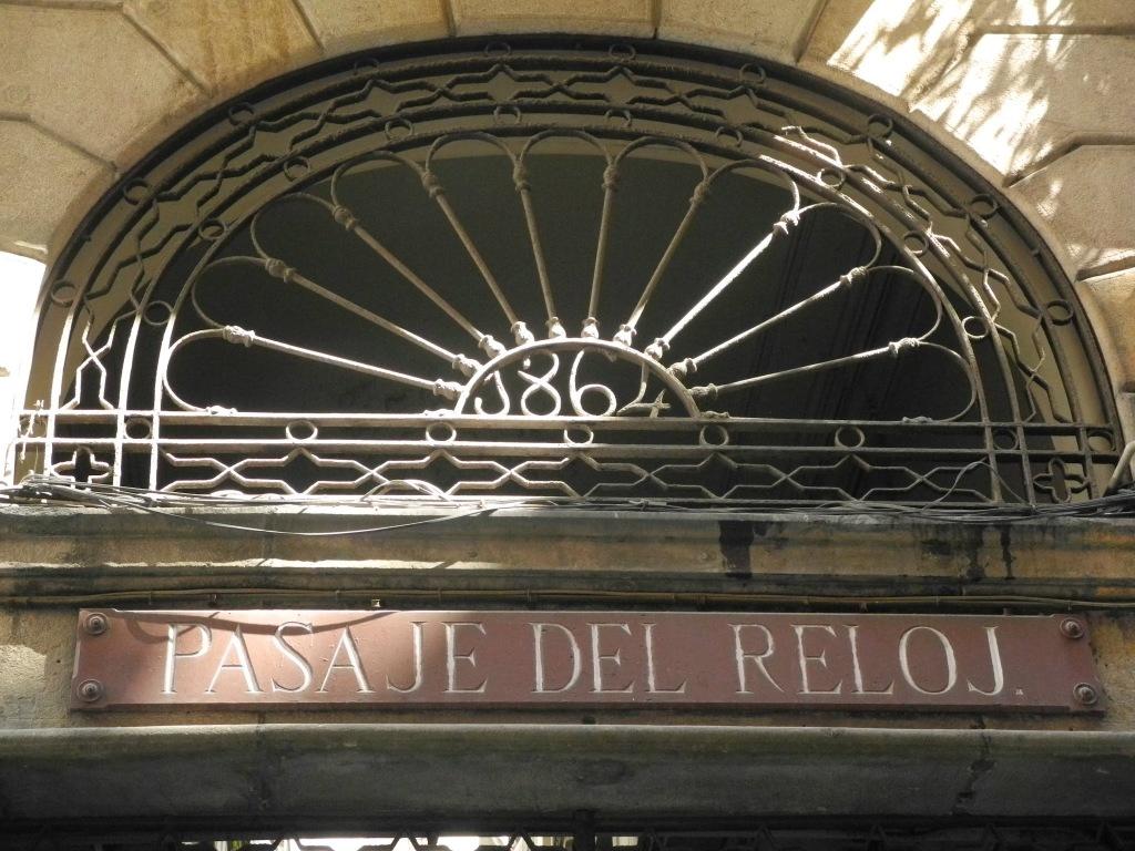 Entrada al pasaje desde el Carrer Escudillers.