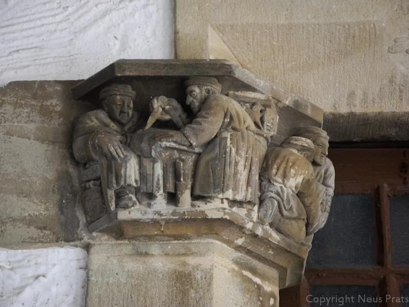 """""""Els constructors de Maricel"""". A la izda Deering observa a Utrillo dibujando los planos. En medio el escudo del Palau diseñado por Utrillo."""