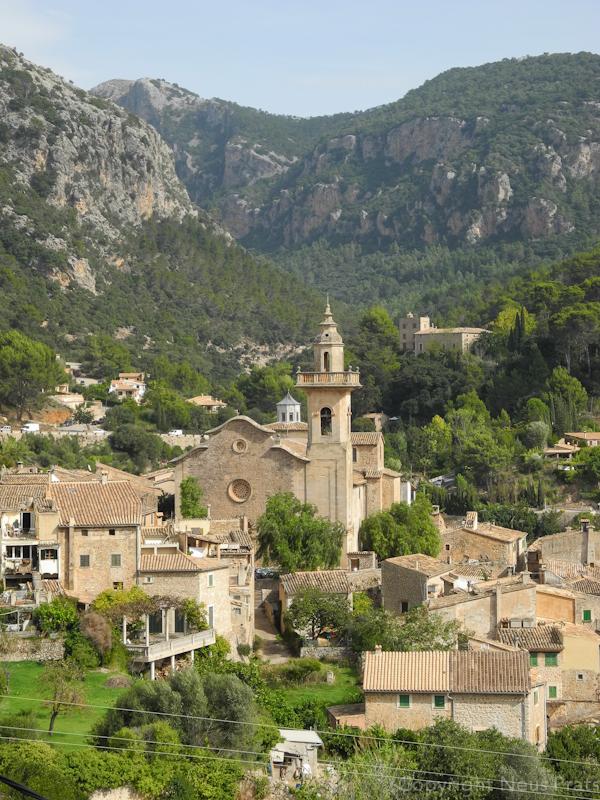 Vista de Valldemossa desde el Mirador del LLadoners.