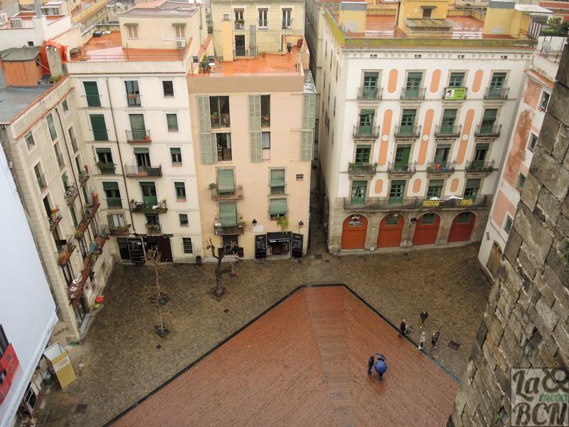 Vista del Fossar de les Moreres desde las terrazas de Santa Maria del Mar