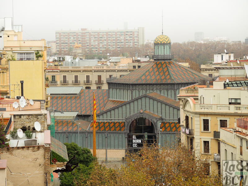 Vista del paseo con El Born Centre Cultural al fondo