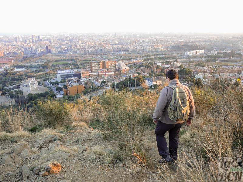 La bajada a la ciudad desde el Mirador dels Xiprers es algo dificultosa por el desnivel y las piedras.